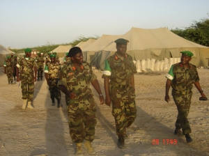 Lt.Gen Katumba Wamala, Uganda's army Land Forces Commander (L) while visiting troops in Mogadishu last year. AMISOM photo