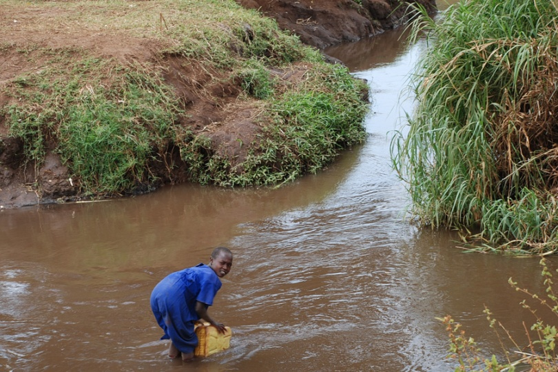 Girl fetching water in Kampala photo by Andy Kristian